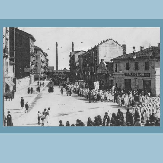 1920 - Via Crema - Processione del Corpus Domini.