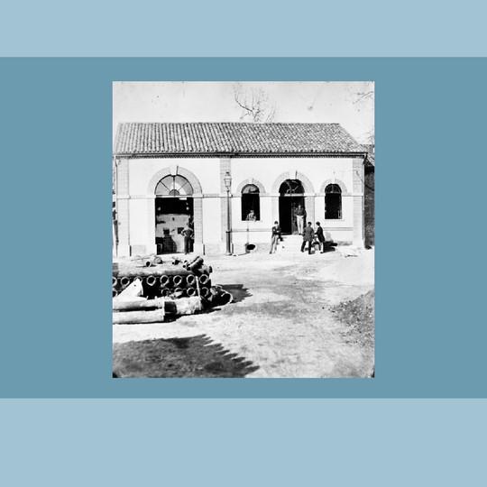 Officina del gas di Milano. Sala degli estrattori. Veduta esterna costruito nel 1866.