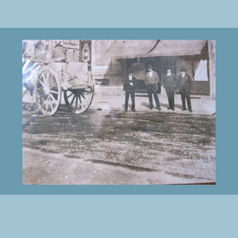 Primi anni del '900 - Bar-Tabaccheria (ang. Via Crema/Via Piacenza)