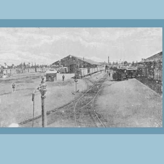 Anni '30 – Stazione di Porta Romana. Il tram per il servizio funebre.