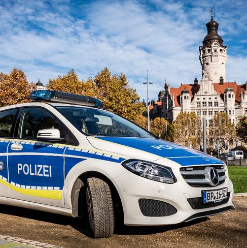 Bundespolizei Mercedes Benz B-Klasse vor dem Leipziger Rathaus