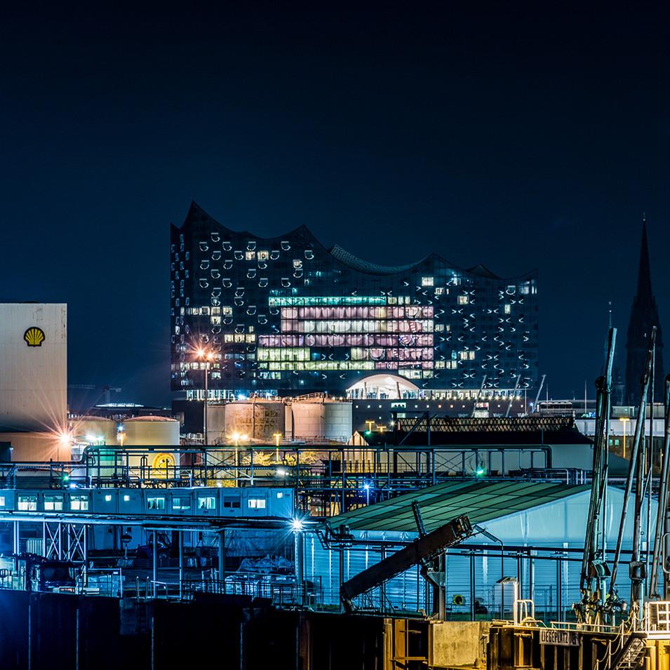Hamburger Oper bei Nacht