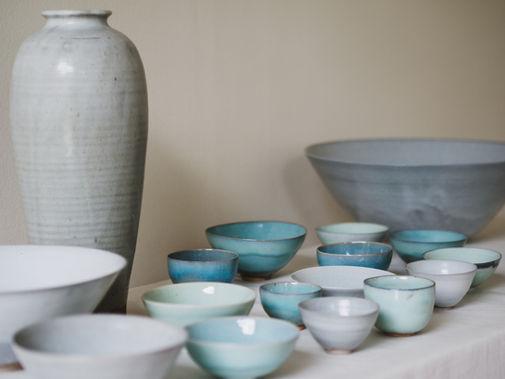 White vase. Stoneware. 38cm White bowl. Stoneware. 37x15