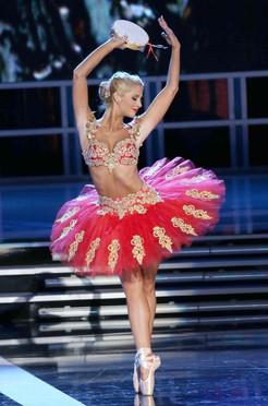 Laura McKeeman performing her talent at Miss America