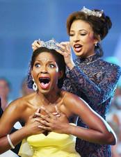 Ericka Dunlap is crowned Miss America 2004