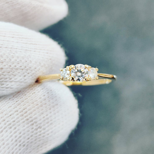 Delicate Triology Diamond Ring
