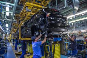 El terremoto en el sector automovilístico ha costado ya más de 35.000 empleos. Y ahora viene el tsun