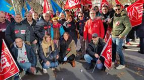 UGT-FICA Madrid apoya a los trabajadores de Alcoa en la concentración frente al Ministerio de Indust
