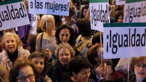 Las mujeres españolas trabajan 55 días gratis