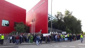 Los trabajadores de Isolux Corsán se concentran en la Puerta del Sol