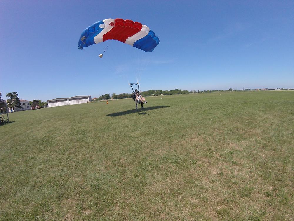 atterraggio con paracadute