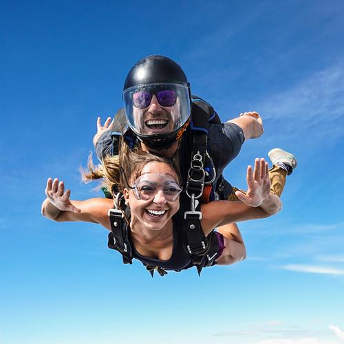 lancio con paracadute in lombardia