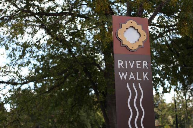 riverwalksign_IMG_2755.jpg
