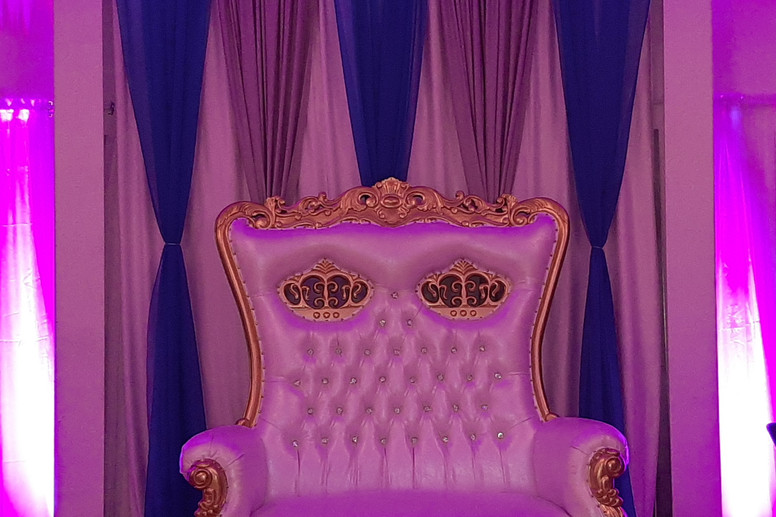12.throne-withBackdrops.jpg
