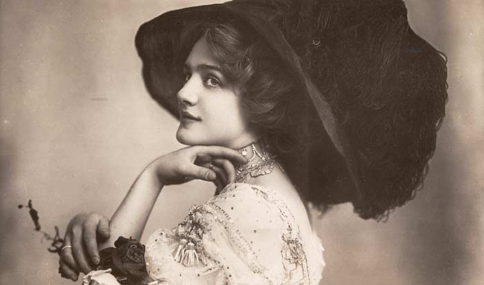 Lily Elsie in The Merry Widow, 1907 Source: https://en.wikipedia.org/wiki/File:Elsiemerrywidow.jpg