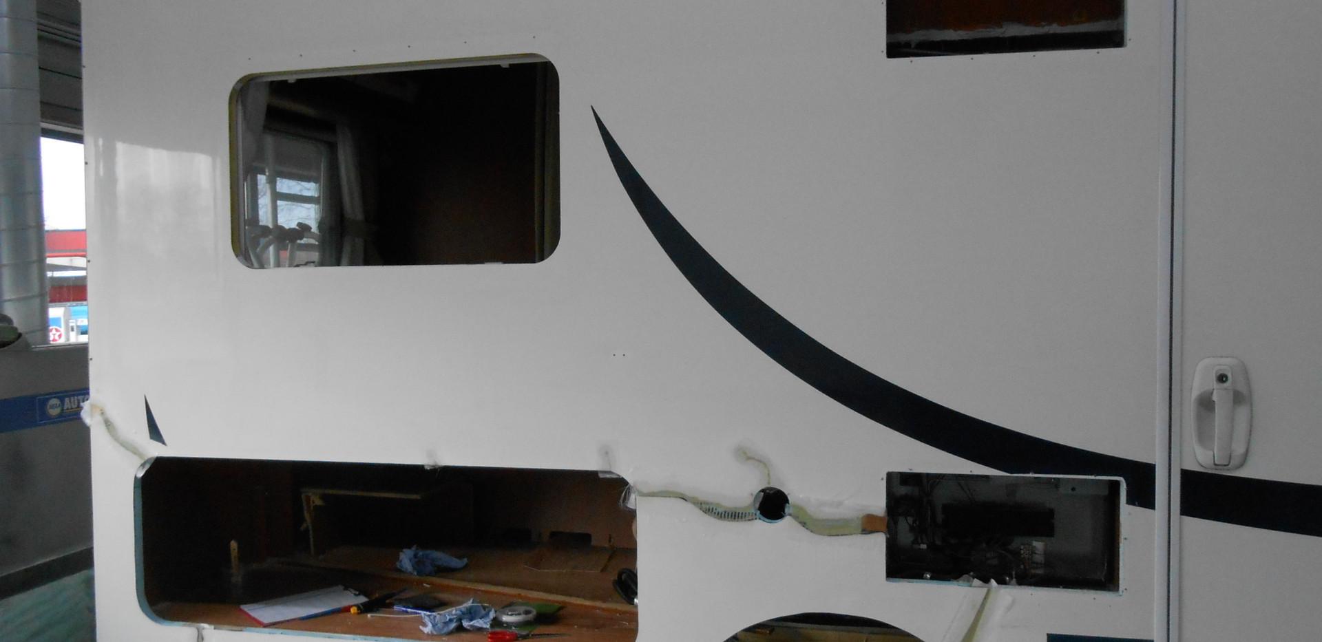 Nieuw gfk / polyester gemonteerd en breuken hersteld