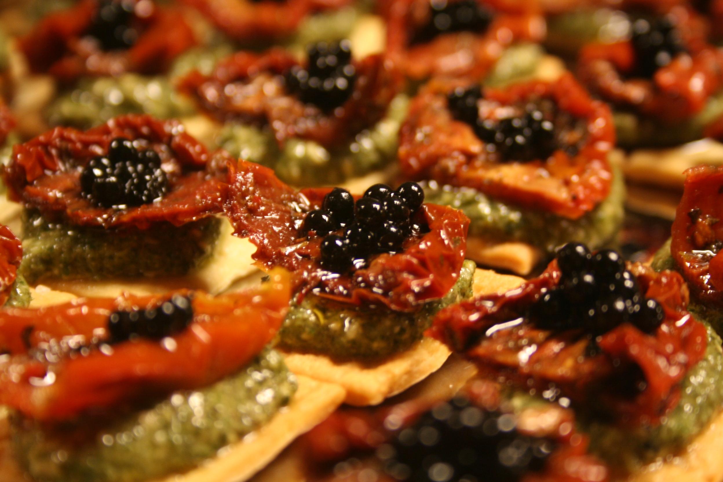schrocchi met zongdroogde tomaat pesto en balsamicoparel