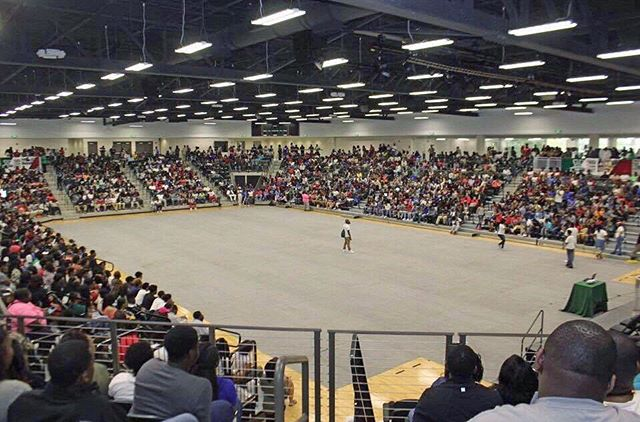 Man this gym looked so good today! ‼️High School Day‼️ _ The Valley TODAY with Special Guest _emanhu