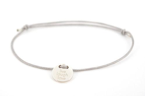 Armband Silber Plättchen mit Gravur Lebe Liebe Lache als Geschenk für Familie oder Freunde individuell angefertigter Schmuck