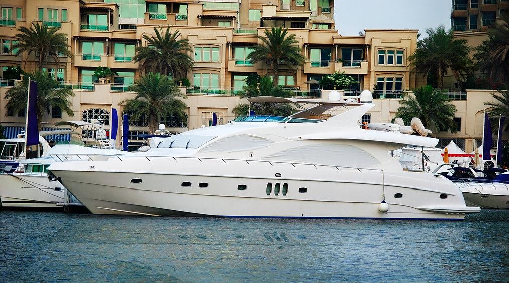 luxury-boat-GDT3YAP.jpg
