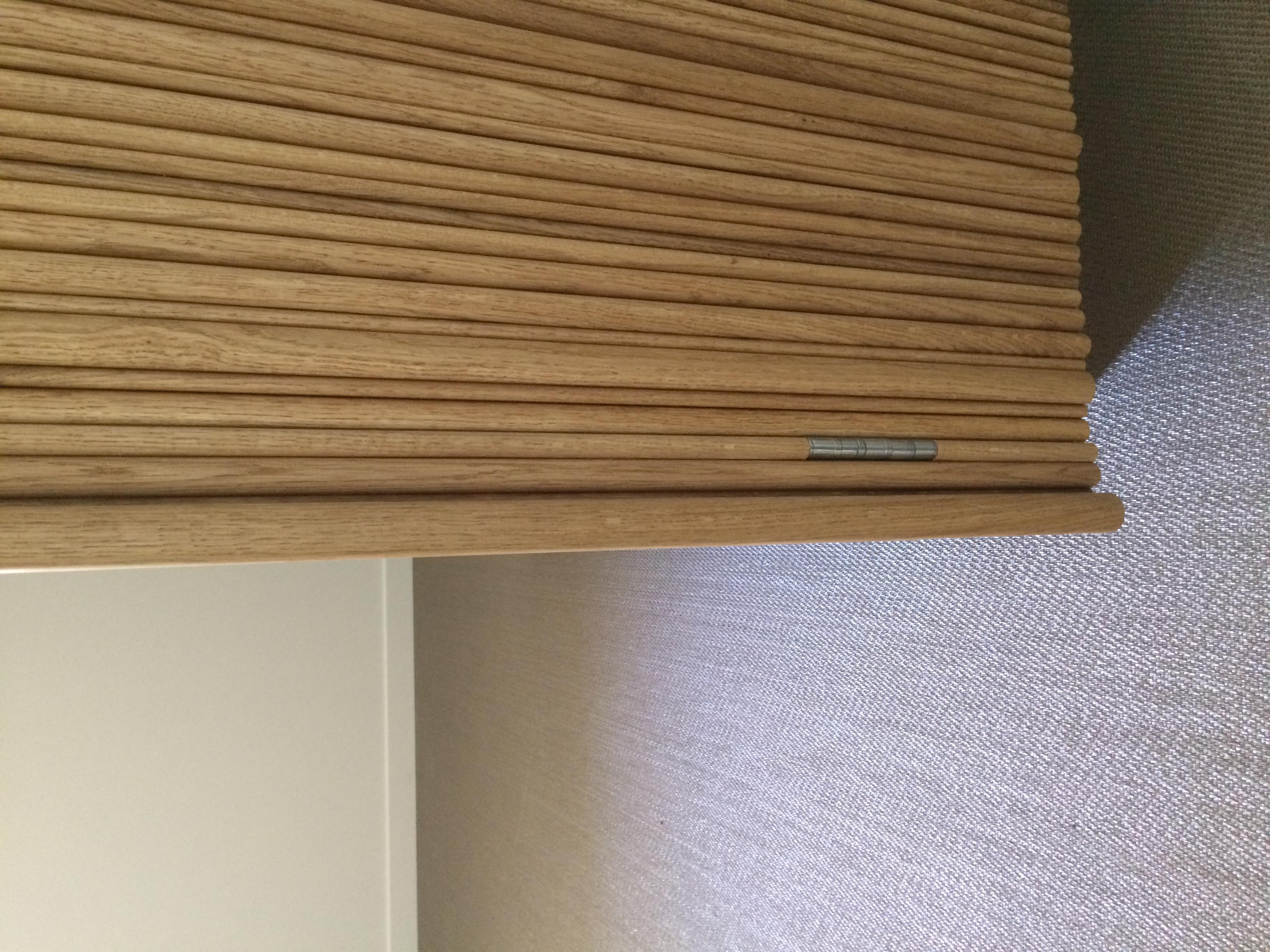 détail de l'armoire en chêne massif