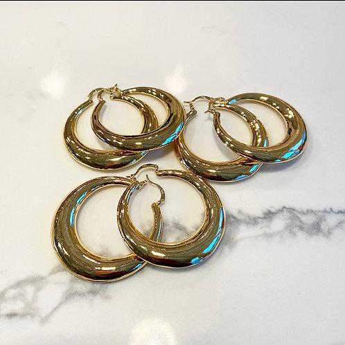 Dainty oval earrings
