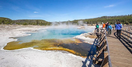 Geyser Yellowstone.jpg