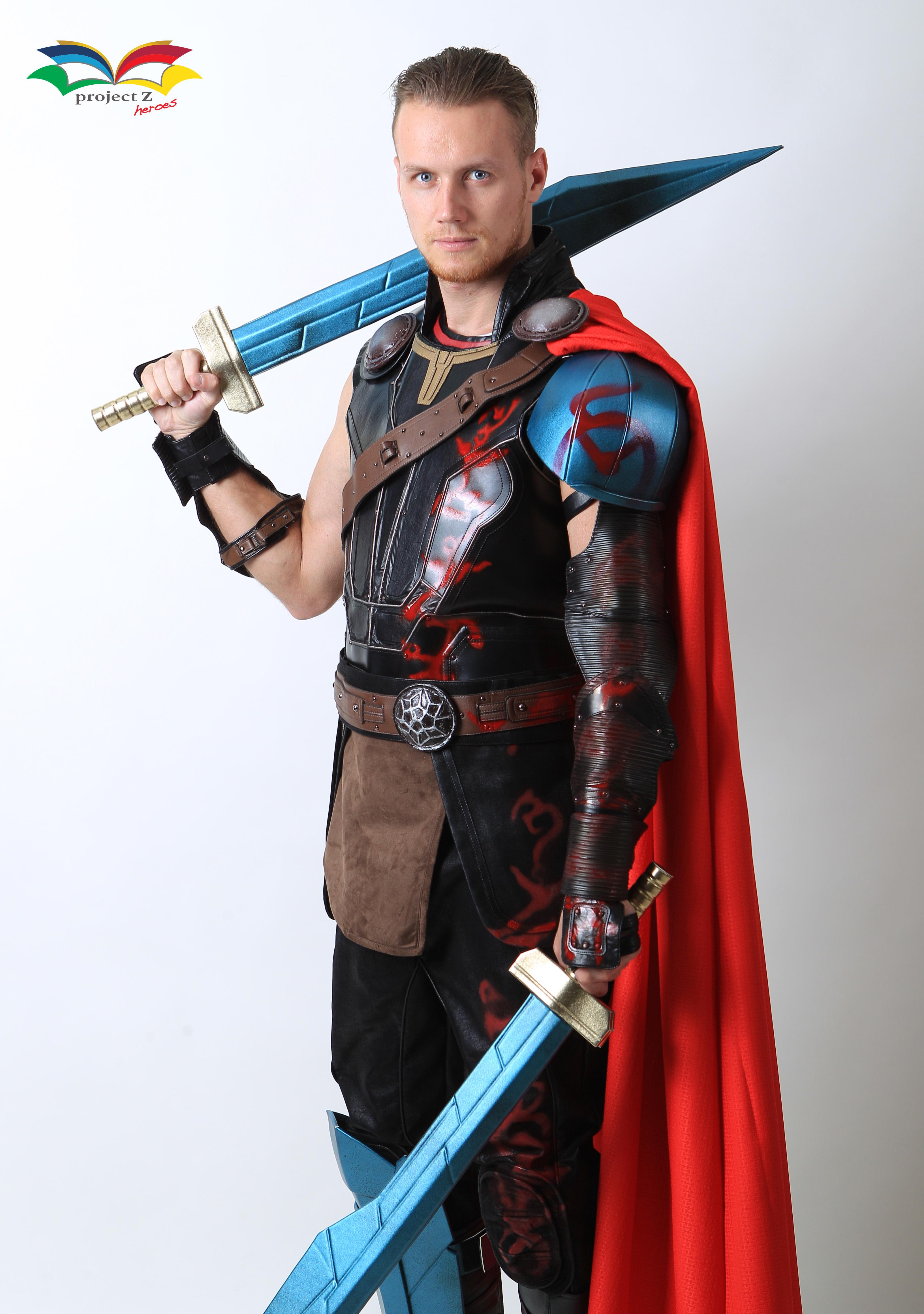 Thor Ragnarok costume without helmet sideway