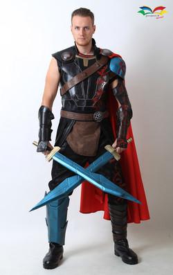 Thor Ragnarok costume front fullbody without helmet