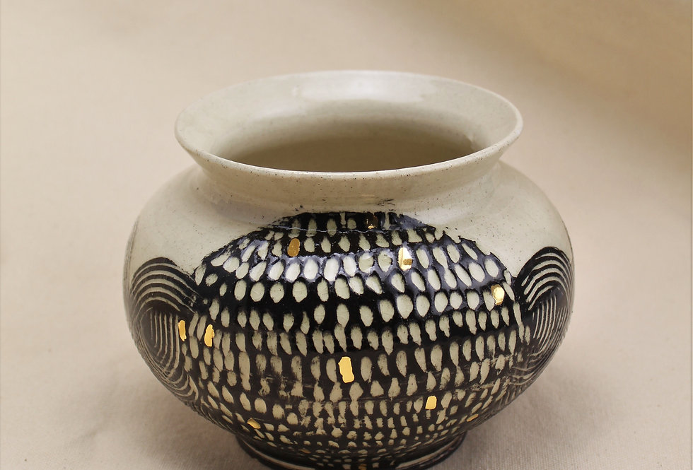 Black and Gold Pot