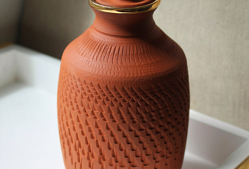 Chattered Red Earthenware Jar
