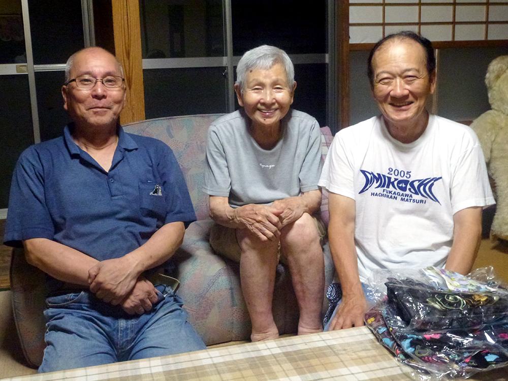 砂田エミ子さん(故・明氏夫人)と演者・監督