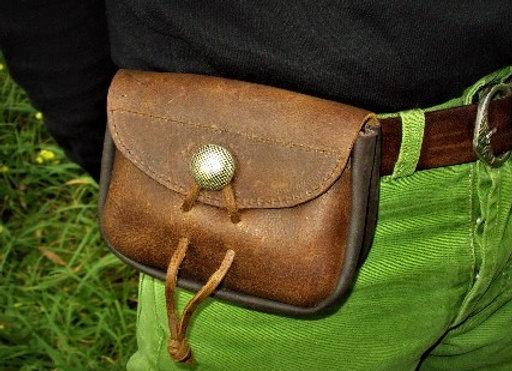 Bolsa em couro de cintura