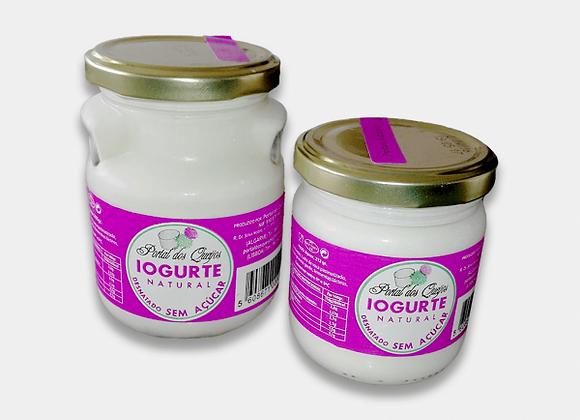 Iogurte natural e açucarado