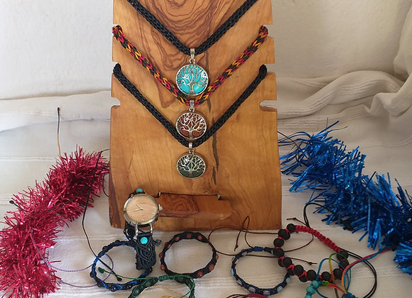 Colares, fios e pulseiras