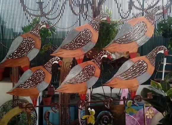 Bengaleiro com a decoração de perdizes