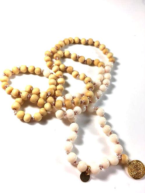 Mala weißes Sandelholz, weiße Koralle & verg. Blume des Lebens