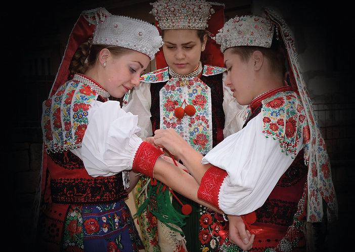 Kalotaszegi lányok - képeslap