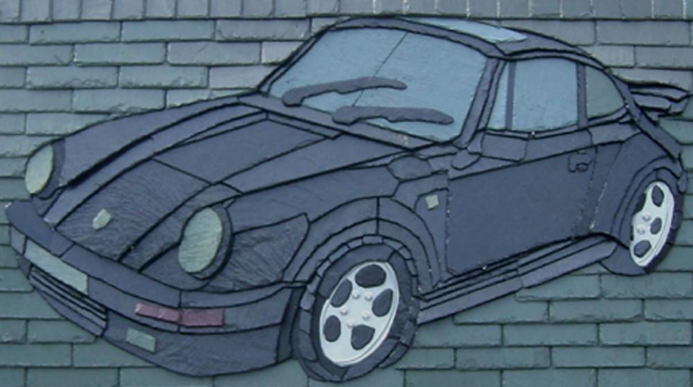 Une Porsche... très belle mais qui ne roule pas réalisée en tuile d'ardoise