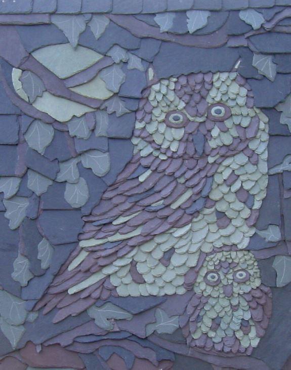 Hibou dessiné en tuiles d'ardoise