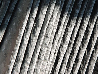 """L'ardoise pierre naturelle """"très tendance"""" souvent utilisé par les couvreurs."""