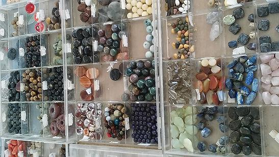 Des perles en pierre pour vos arrangements de colliers