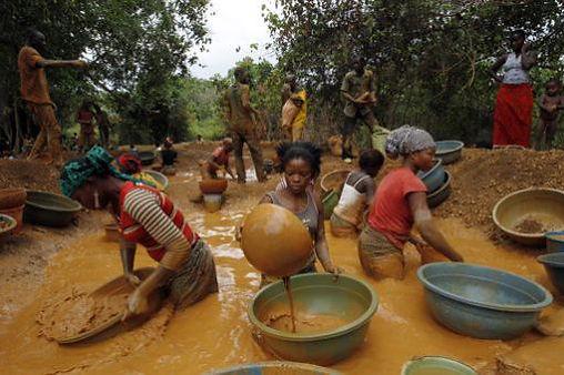 Chercheurs d'or illégaux en Cote d'Ivoire
