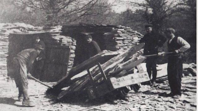 Extraction d'ardoise en France dans les années 1900