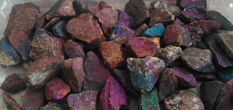 Chalcopyrite...Chalcopyrite...   composée de sulfure double, de fer et de cuivre,  formule CuFeS2