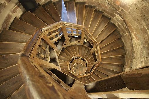 Escalier en colimaçon fait par un menuisier