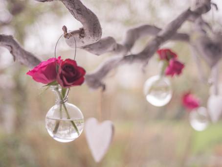 Valentijn verassingsarrangementen.
