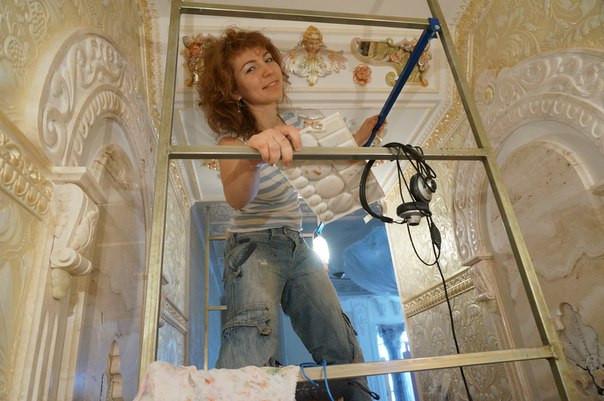 О том, что такое роспись лепнины, с чем её едят, и как почувствовать себя учеником Микеланджело.