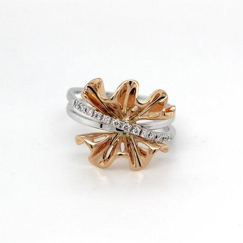 18ct white gold ribbon style diamond ring