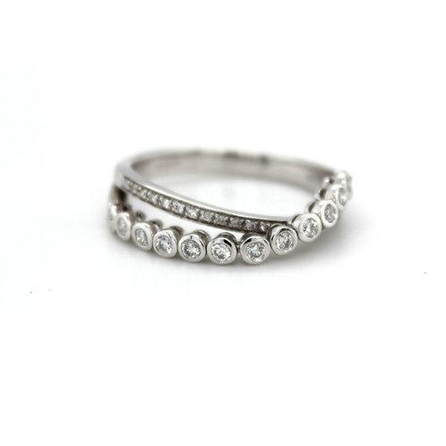 18ct white gold flexible diamond ring